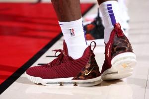 今日例行賽上腳球鞋一覽:Kyle Kuzma 穿 James 球鞋致敬