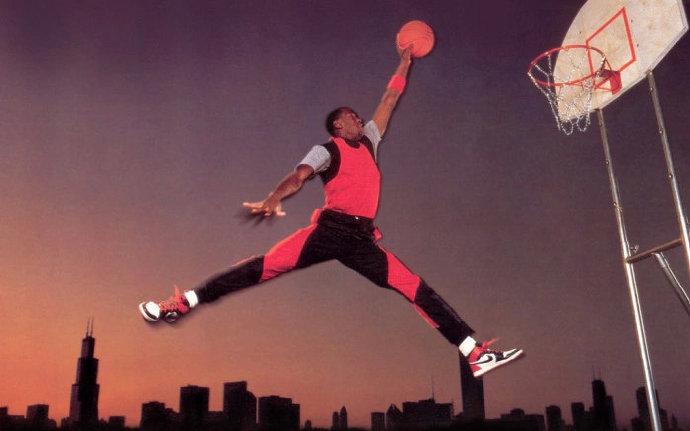 Air Jordan背後的故事你知道嗎?250萬簽菜鳥喬神豪賭成功,AJ 1遭禁穿風波!