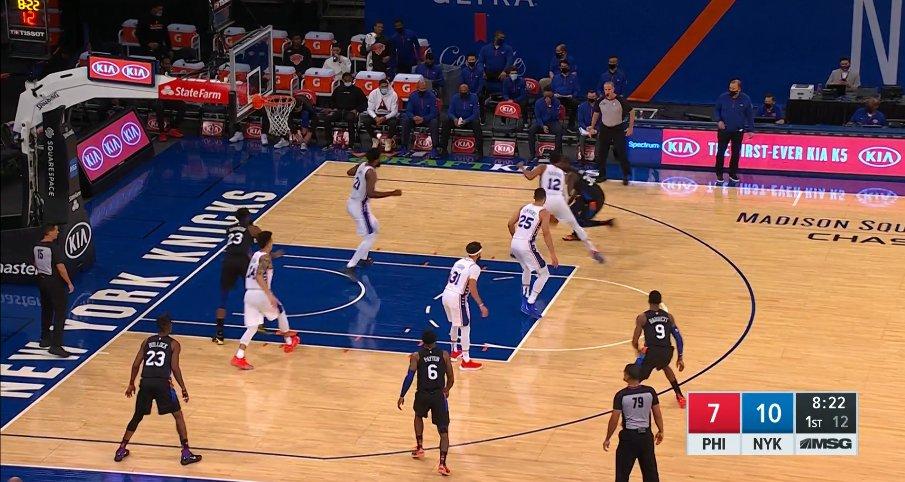 【影片】這場面真沒見過!尼克先發球員鬧烏龍,兩人同時身穿23號球衣上場!-籃球圈