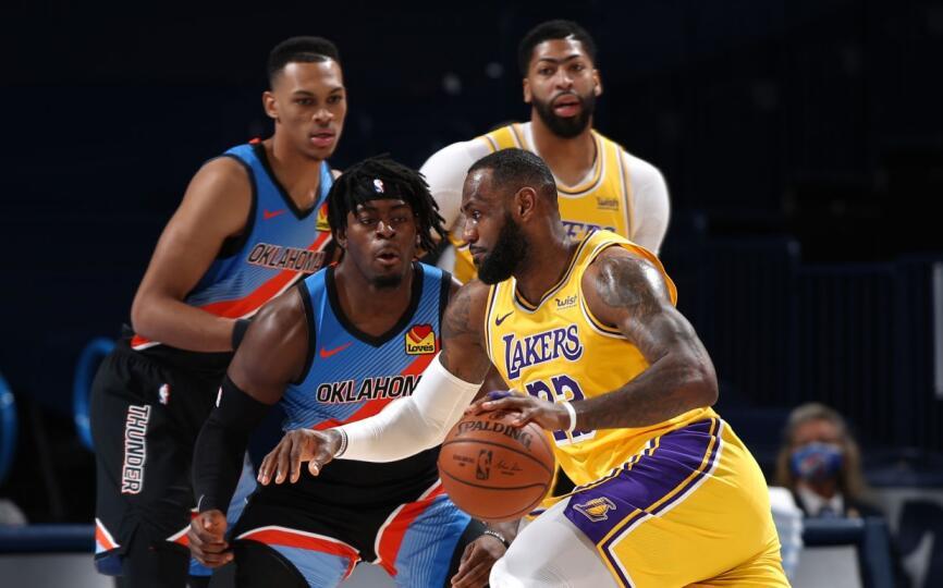 哈登加盟籃網引轟動!Curry表示很瘋狂,字母哥開始有點慌了,詹姆斯假裝一點都不關心!-籃球圈