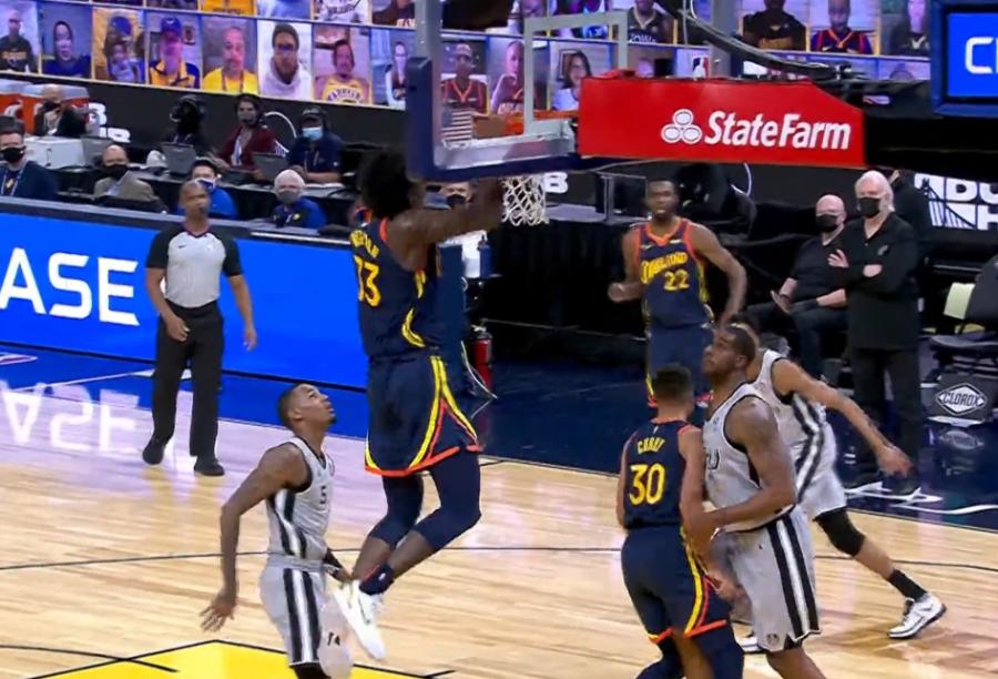 大勝馬刺22分,誰注意到勇士打法的改變?球迷感歎:Curry再也不用害怕包夾了!-籃球圈