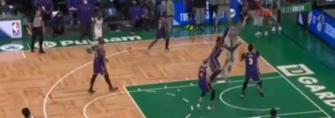 一眉感謝禿曼巴救命:最後10秒我被抄截失誤,幸好他阻止了Brown的上籃!(影)-黑特籃球-NBA新聞影音圖片分享社區