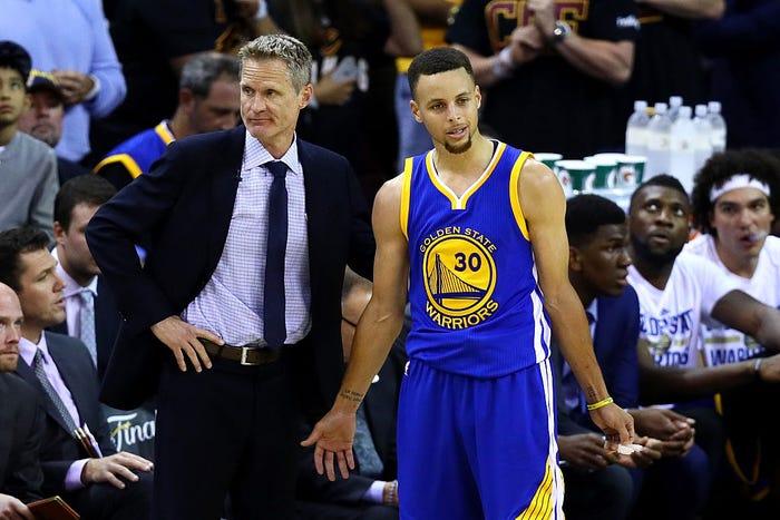 三冠教練飄了?科爾竟公開抱怨Curry,球迷質疑:誰帶那支勇士都能奪冠!