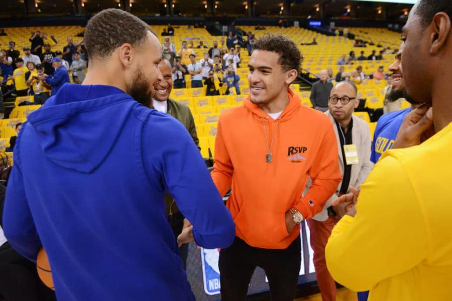 特雷楊豪言要在一年內超越Curry,成為聯盟最強射手!這番話遭到球迷們的質疑!