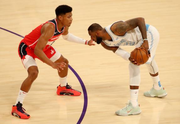 三連敗!詹皇31+9+13又拼43分鐘,關鍵2+1罰球卻遺憾投丟!(影)-黑特籃球-NBA新聞影音圖片分享社區