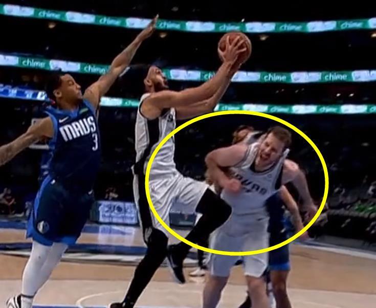 【影片】太髒了!惡漢Cauley-Stein真狠,用1個動作連傷馬刺2人,Popovich直接怒了!-黑特籃球-NBA新聞影音圖片分享社區