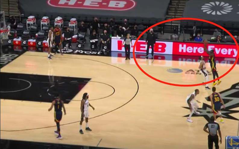 【影片】進攻時間僅剩下1秒,追夢格林接Poole傳球,命中「Logo 3分」,K湯從板凳席起立高居雙手慶祝!-籃球圈