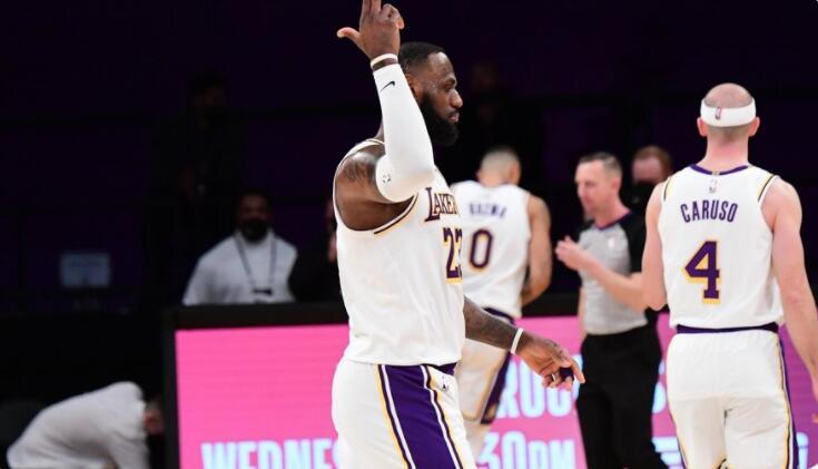 詹姆斯19分,湖人26分大勝終結勇士3連勝,Curry僅16分!(影)