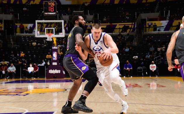 詹姆斯缺陣!戴維斯25+7,Jokic 32+9,湖人險勝金塊重回西區第五!(影)-黑特籃球-NBA新聞影音圖片分享社區