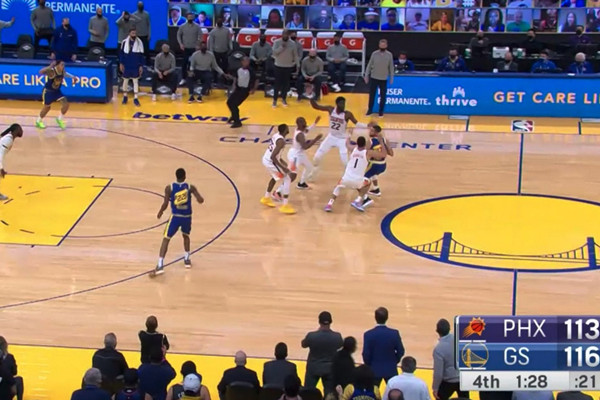 【影片】一盯四聯戰術見識過了,四盯一聯你們有見過嗎?太陽最後時刻瘋狂包夾Curry!-黑特籃球-NBA新聞影音圖片分享社區