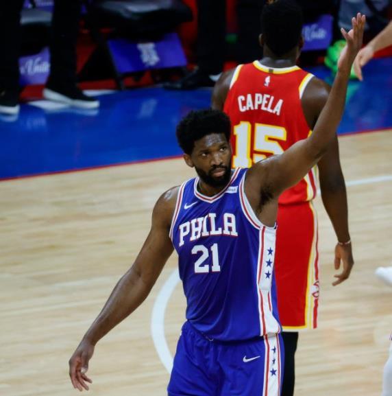 DPOY級的防守感受到了沒?Simmons兌現承諾主防吹楊,後者本場16僅中6!(影)-黑特籃球-NBA新聞影音圖片分享社區