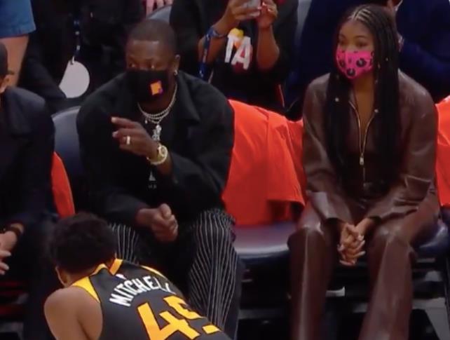 下半場狂轟32分比肩戰神!Mitchell賽後透露真因:感謝Wade在場邊的指導!(影)-黑特籃球-NBA新聞影音圖片分享社區