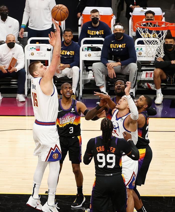 心態崩了!Jokic被瘋狂針對空砍24+13+6,新科MVP末節直接不打了!(影)-黑特籃球-NBA新聞影音圖片分享社區
