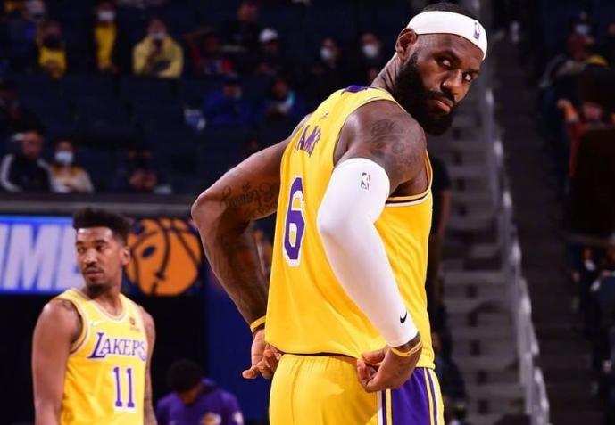 熱身賽 | 半場戰報:Curry 17分,詹姆斯9分,威少僅2分+7失誤,湖人半場落後10分!(影)-黑特籃球-NBA新聞影音圖片分享社區